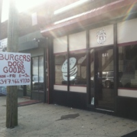 burgers-n-dogs-staten-island-hot-dogs