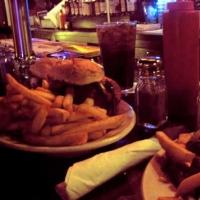 joyces-tavern-burgers-in-staten-island