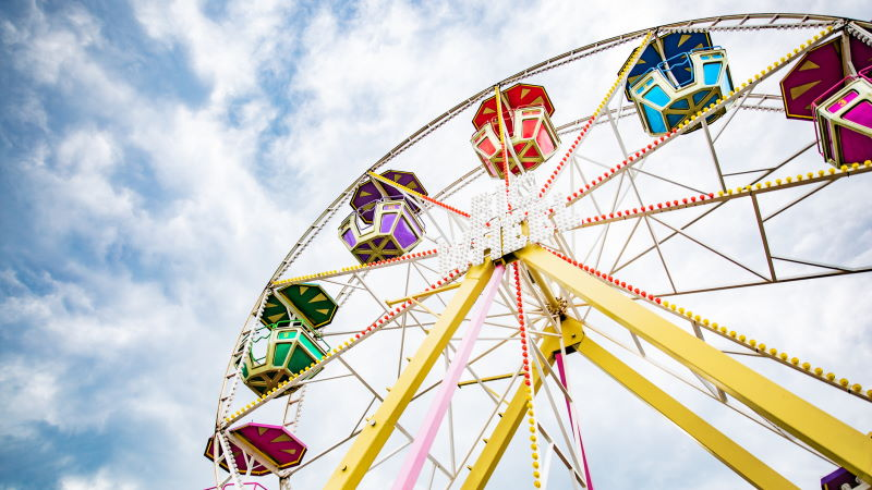 Image of a ferris wheel at an amusement park in NY